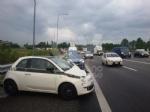 RIVOLI - Incidente in tangenziale: 500 finisce contro il guard-rail. Un ferito - immagine 2