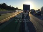 TORINO-VENARIA - Perde il controllo del mezzo pesante e danneggia i jersey in cemento in tangenziale - immagine 2