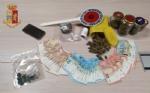COLLEGNO - Vede i poliziotti e scappa: a casa trovati marijuana e hashish. 26enne arrestato - immagine 2