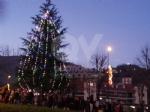GIVOLETTO - Con il mercatino e laccensione dellalbero si inizia a respirare latmosfera natalizia - immagine 2