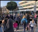 COLLEGNO - Sindaco, assessore e genitori davanti al municipio per dire «no» alla Dad - immagine 2