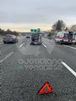 INCIDENTE IN TANGENZIALE - Scontro fra due auto vicino allo svincolo per Caselle: due feriti - immagine 2