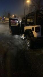 CASELLE - Paura in strada Leini: Jeep prende fuoco mentre è in marcia - immagine 2