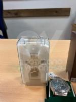 CASELLE - Nasconde gli orologi di marca nelle tasche degli abiti per evitare i controlli - immagine 2