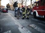 VENARIA - Scontro allincrocio: auto si ribalta in via Nazario Sauro: una ferita - immagine 3