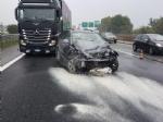 INCIDENTE IN TANGENZIALE - Due auto si scontrano per colpa della pioggia: un ferito - immagine 3