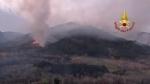 VAL DELLA TORRE - Incendio boschivo: riprese le operazioni, la preoccupazione non diminuisce - immagine 3