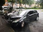 COLLEGNO - A fuoco tre auto parcheggiate in piazza Pablo Neruda: indagano i carabinieri - immagine 3