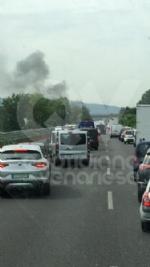 BORGARO - Paura sul raccordo Torino-Caselle: Mini Cooper prende fuoco allimprovviso - immagine 3