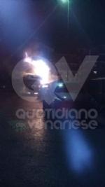 RIVOLI -  Paura in viale Firenze: a fuoco un camper e altre quattro macchine - immagine 3