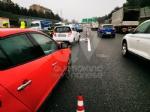 COLLEGNO - Tamponamento in tangenziale: tre auto coinvolte e forti disagi al traffico - immagine 3