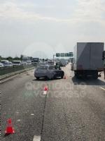 COLLEGNO - Doppio incidente in tangenziale: auto ribaltata, traffico in tilt. - immagine 3