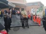 RIVOLI - Laddio a Massimiliano Pirrazzo: una folla commossa in chiesa per lultimo saluto - FOTO - immagine 16