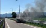 COLLEGNO - Auto in fiamme mentre percorre lo svincolo della tangenziale - immagine 3