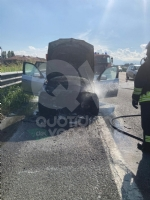 TORINO-VENARIA - Auto prende fuoco mentre é in marcia in tangenziale: famiglia ne esce indenne - immagine 3