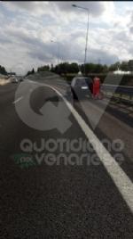 RIVOLI - Scontro fra tre auto in tangenziale: due feriti e 12 chilometri di coda - immagine 3