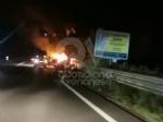 CASELLE - Auto a fuoco mentre percorreva la ex statale - immagine 3