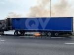 COLLEGNO - Tir prende fuoco mentre percorre la tangenziale - immagine 7