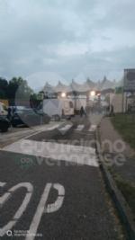GRUGLIASCO - Notte agitata al Caat: nuove proteste degli ambulanti, un operaio cade dal muletto e si ferisce - immagine 3