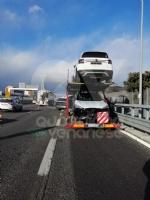 RIVOLI - Bisarca rischia di perdere unauto: caos e disagi in tangenziale - FOTO - immagine 3