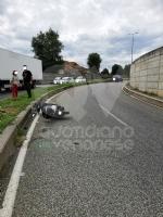 GRUGLIASCO - Senza patente, perde il controllo dello scooter (del collega): in ospedale - immagine 3