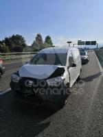 COLLEGNO - Maxi tamponamento in tangenziale : cinque mezzi coinvolti, un ferito - immagine 3