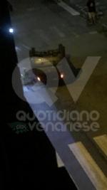 VENARIA - Ennesimo scontro fra due auto in corso Matteotti: una si ribalta - immagine 1