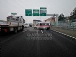 RIVOLI - Incidente in tangenziale: ferito autotrasportatore. Caos e lunghe code - FOTO - immagine 3