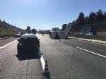 COLLEGNO - Incidente in tangenziale: tre auto coinvolte, una ribaltata e tre feriti - immagine 3