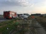 COLLEGNO-VOLPIANO - Furgone carico di frutta finisce fuori strada: 42enne rimasto ferito - immagine 3