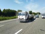 CAOS IN TANGENZIALE - Scontro fra auto, furgone e camion: tre feriti e code chilometriche - immagine 3