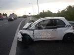 RIVOLI - Incidente in tangenziale: 500 finisce contro il guard-rail. Un ferito - immagine 3