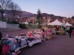 GIVOLETTO - Con il mercatino e laccensione dellalbero si inizia a respirare latmosfera natalizia - immagine 3