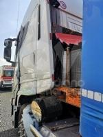 RIVOLI - La cabina del tir sfondata dallo stesso carico dopo una frenata: autista ferito - immagine 3
