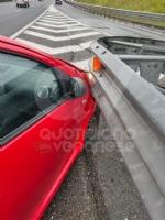 RIVOLI-COLLEGNO - Doppio incidente in tangenziale: auto contro guardrail e tir su una scarpata - immagine 4