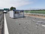 TORINO-CASELLE - Furgone finisce contro le barriere in cemento: un ferito e disagi in tangenziale - immagine 4