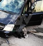 VENARIA - Provoca lincidente, ma allarrivo dei carabinieri di lui non cè traccia - immagine 4