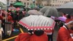RADUNO DEI BABBI NATALE - In migliaia anche della nostra zona per aiutare i bimbi del Regina - immagine 4