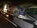 RIVOLI - Scontro tra due tir in tangenziale: un autotrasportatore finisce in ospedale - immagine 4