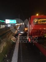 COLLEGNO - Scontro fra un carro attrezzi e una Megane: due feriti, tra cui un 44enne di Venaria - immagine 4
