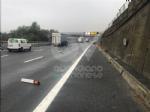 RIVOLI - Scontro fra due auto in tangenziale: disagi al traffico, ma nessun ferito - immagine 4