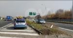 VENARIA - Cerca di evitare il camion e finisce contro la banchina: autista miracolosamente illeso - immagine 4