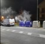 BORGARO - A fuoco due bidoni della raccolta differenziata: indagini in corso - FOTO - immagine 4