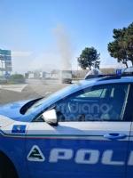 TORINO-BORGARO - Tir prende improvvisamente fuoco in tangenziale - immagine 4