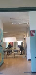 COLLEGNO - Idioti scaricano acqua ed estintori nelle aule della scuola: danni alla Gramsci - FOTO - immagine 4
