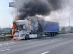 COLLEGNO - Tir prende fuoco mentre percorre la tangenziale - immagine 4