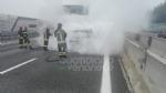 RIVOLI - Auto a gpl a fuoco mentre è in marcia in tangenziale: conducente salvo per miracolo - immagine 4