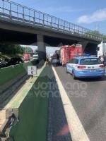 COLLEGNO - Incidente in tangenziale: tre veicoli coinvolti, unauto ribaltata e quattro feriti - immagine 4