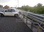 RIVOLI - Incidente in tangenziale: 500 finisce contro il guard-rail. Un ferito - immagine 4