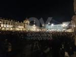 VENARIA - Tante «sardine» venariesi alla manifestazione di questa sera in piazza Castello - immagine 5